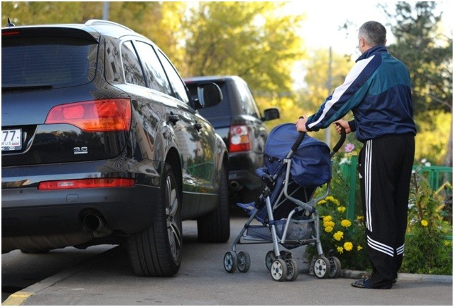 Ответственность за езду и стоянку на тротуаре