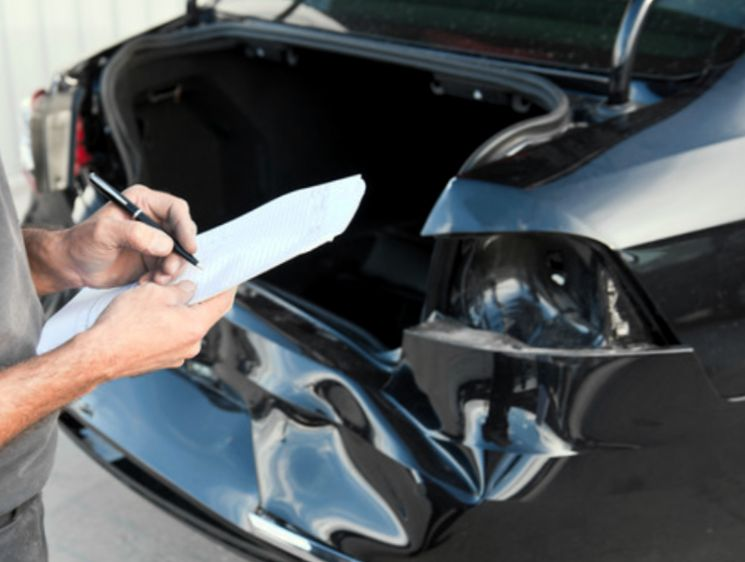 Что делать, если сумма страховой выплаты по ОСАГО не покрывает расходы на ремонт автомобиля