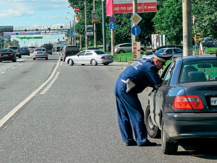Как проводится досмотр автомобиля инспектором ДПС по новому регламенту