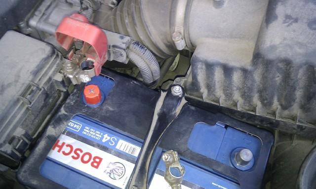 Замена аккумулятора на Honda Pilot II — пошаговая фото-инструкция